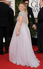 Kristen Bell looked dynamite at the Golden Globes in this pale lilac beaded gown.