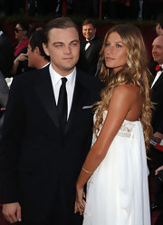 Gisele accompanies beau Leo DiCaprio to the 2005 Oscars in a bohemian-chic white gown topped off with long golden curls.