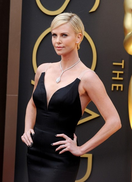 Charlize Theron adorned her decolletage with an ultra-elegant diamond lariat necklace by Harry Winston.