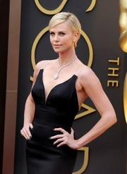 Charlize Theron looked effortlessly chic with her short side-parted 'do during the Academy Awards.