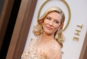 Cate Blanchett topped off her Oscars look with a beautiful pair of gemstone chandelier earrings by Chopard.