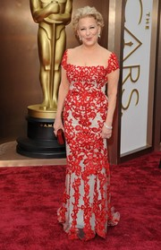 Bette Midler looked very classy on the Oscars red carpet in an embroidered red evening dress with a white underlay.
