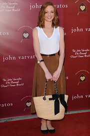Jayma Mays complemented her feminine attire with a Point Breeze straw tote accented with a darling grosgrain bow.