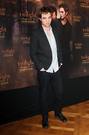 Robert Pattinson looked suave in a gray tweed blazer.