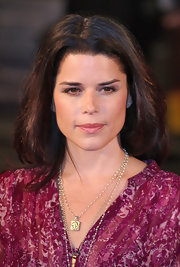 Neve Campbell wore a simple gold pendant necklace at the premiere of 'The Men Who Stare at Goats.'