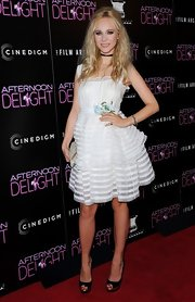 Juno mixed rocker styles with frilly feminine stye when she wore this white ruffled dress on the red carpet.