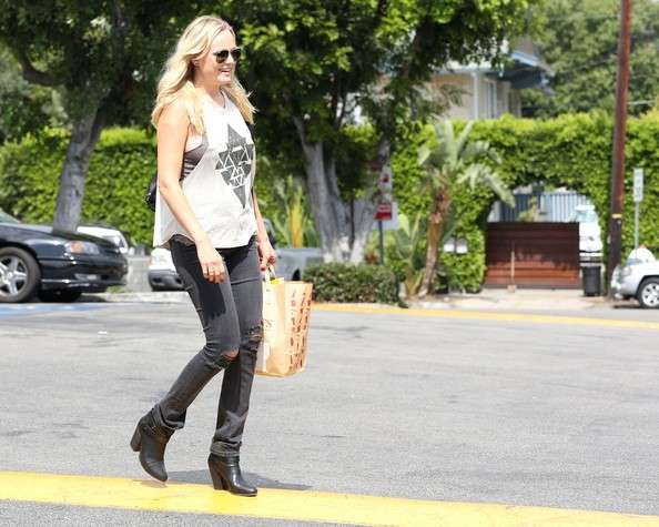 More Pics of Malin Akerman Skinny Jeans (1 of 6) - Skinny Jeans Lookbook - StyleBistro