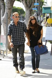 Alanis accessorized her look with classic black flats.