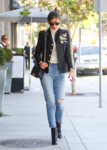 Alessandra Ambrosio styled her look with a quilted leather bag by Chanel.