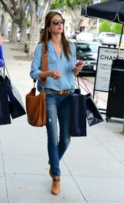 Alessandra Ambrosio teamed her outfit with tan ankle boots.