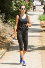 Alessandra Ambrosio sealed off her relaxed attire with a pair of blue Nike Free Rn Flyknit sneakers.