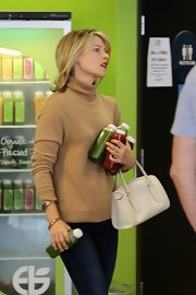 Ali lugged her leather bowler bag around all day while running errands (like grocery shopping!) in West Hollywood.