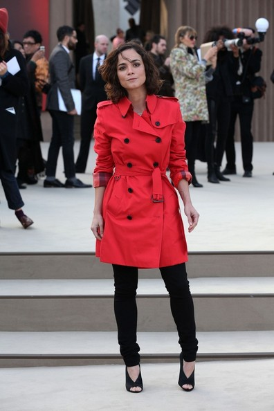 Alice Braga Trenchcoat