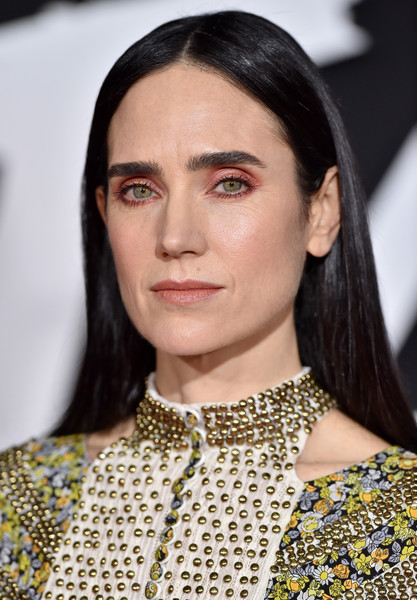 Jennifer Connelly kept it low-key with this straight center-parted 'do at the premiere of 'Alita: Battle Angel'