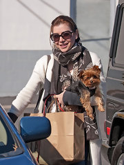 Alyson Hannigan protects her eyes with oversize black sunglasses.