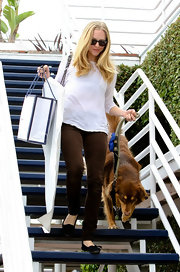 Amanda was out and about in brown skinny jeans and black flats.