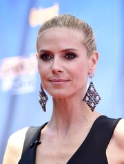 Heidi Klum made up for her no-frills hairstyle with a massive pair of geometric earrings.