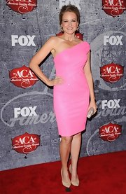 Jewel went for a girly-girly look at the American Country Awards in this sparkly pink dress.