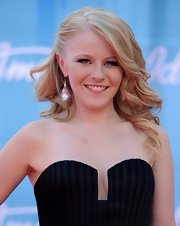 Hollie Cavanagh wore her half-down 'do in softly feathered layers during the 'America Idol' finale.