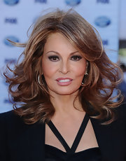 Raquel Welch's best asset - her hair - was curled for the season finale of 'American Idol' 2010.