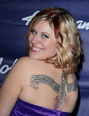 Erika Van Pelt showed off her back tattoo at the the 'American Idol' finalists party.