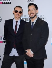 Chester Bennington added some color to his American Music Awards ensemble with a red and black striped tie.