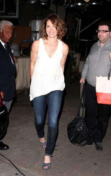 More Pics of Amy Brenneman Mid-Length Bob (3 of 9) - Amy Brenneman Lookbook - StyleBistro
