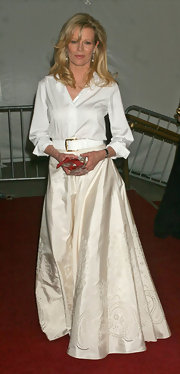 Kim Basinger looked immaculate in this long ivory skirt that featured lovely paisley cutouts.