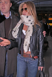 Another day in the life of Jennifer Aniston is another day of dealing with the pesky paparazzi. Jennifer managed to keep her cool while heading into the airport and even sported a cool Louis Vuitton beige scarf.