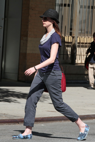 Anne Hathaway Canvas Shoes