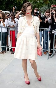 Milla's capped red toe (and pump) was the perfect pop of color for her entirely neutral outfit.