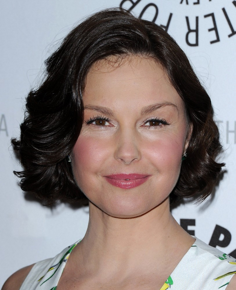 Ashley Judd Curled Out Bob Curled Out Bob Lookbook