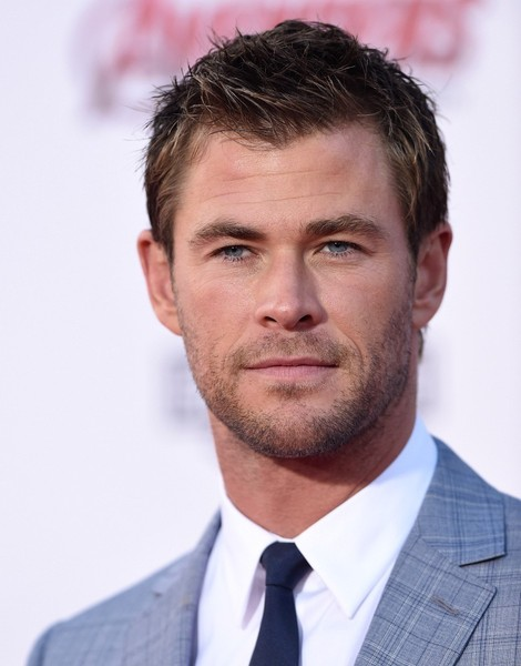 More Pics of Chris Hemsworth Men's Suit (1 of 14) - Chris Hemsworth Lookbook - StyleBistro []