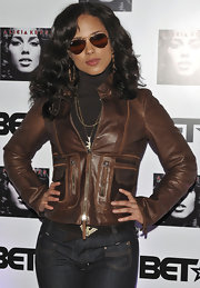Alicia channels 70's rocker chick in a pair of dark brown aviators for her CD launch.