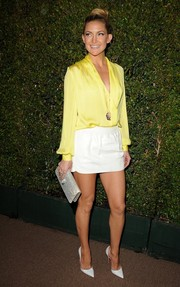Kate Hudson added a dose of sexiness to her look with a white Emilio Pucci mini skirt.