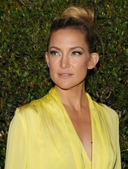 Kate Hudson went for classic elegance with this high bun during the Decades of Glamour Oscar party.