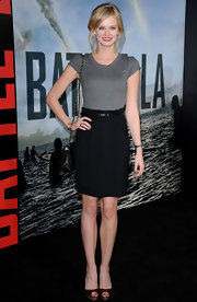 Sara wears a classic tee with a pencil skirt for the 'Battle: LA' premiere.