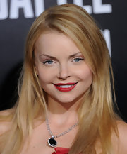 Izabella Miko highlighted her bare neckline with a black gemstone neckalce.