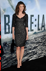 Bridget Moynahan paired her black lacy dress with pointy black pumps at the 'Battle: Los Angeles' premiere.