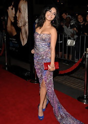Vanessa Hudgens gave her red carpet attire pop with a bright red clutch.