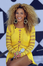 While performing on 'Good Morning America,' Beyonce wore a pair of dangling gold hoops with aquamarine crystals.