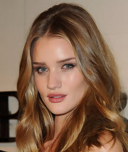 Rosie Huntington-Whiteley wore a hint of gray metallic shadow along with black liquid liner at the Burberry Body Launch.