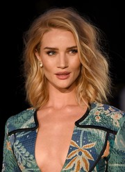 Rosie Huntington-Whiteley attended the Burberry London in Los Angeles show wearing messy, windswept waves.