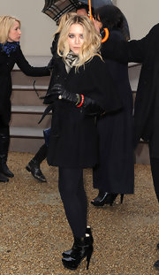 The always glam Mary-Kate Olsen showed off her winter fashion in this all black ensemble. She completed her look with a pair of patent leather ankle boots.