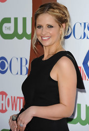 Sarah Michelle Gellar paired  her black frock with smoky eyes and a messy braided updo.