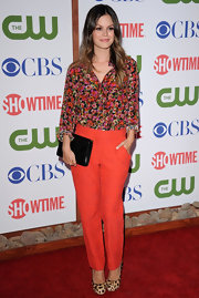 Rachel Bilson looked perfectly prin in a pair of white jacquard slacks. She paired the bright look with a floral top from the same collection. Leopard print heels added a twist to her look.