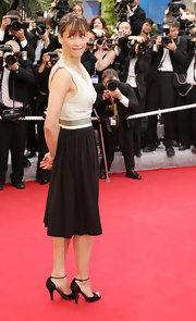 Sophie Marceau's black peep toe pumps were a classic finishing touch to her black and white ensemble.