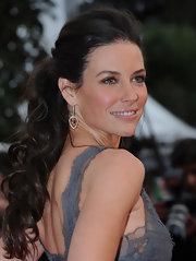 Evangeline Lily showed off her cascading curls, which showed off her lovely lace Valentino dress.