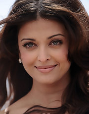 It's rare to see Aishwarya without her dramatic liner. The beautiful actress played up her eyes with natural shadow and mascara alone.