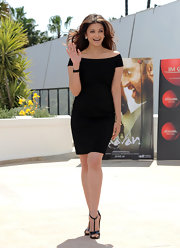 Aishwarya paired her off-the-shoulder LBD with black t-strap heels.